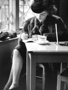 woman-writing-in-cafe